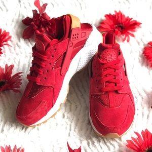 Nike Air Huarache run SD women's sz 7.5 red suede